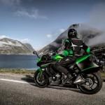 Trendsettende 1000cc Sport Tourer: De Kawasaki Z1000SX voor 2016 nog completer en kleurrijker