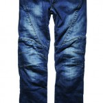 Nieuwe jeans aan de waslijn